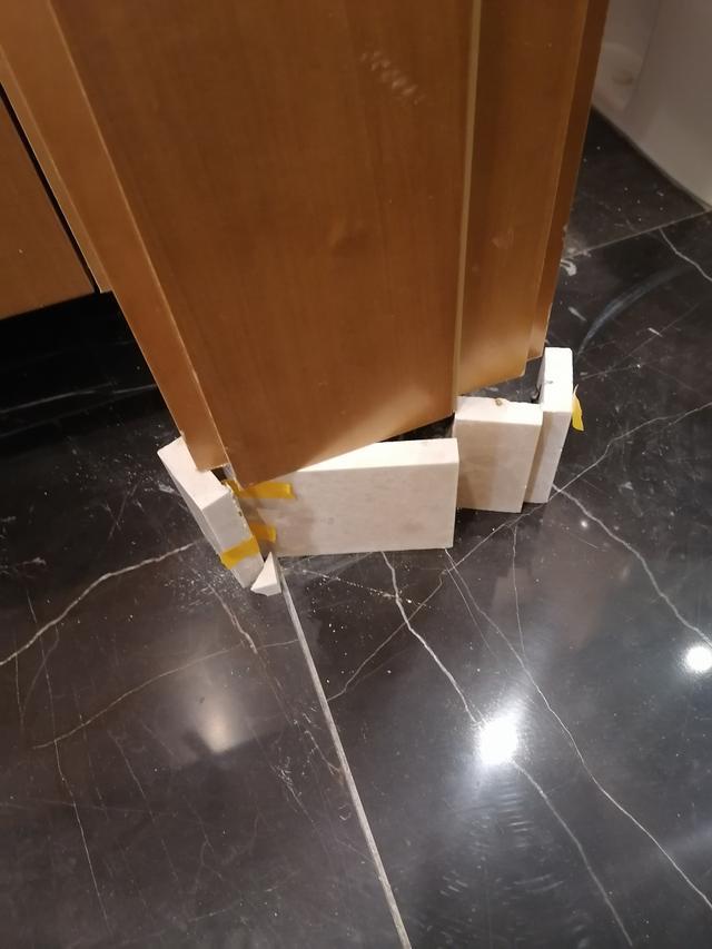 防水砖未安装到位.jpg